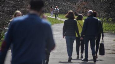 Nieoficjalnie: rząd zniesie obowiązek noszenia maseczek na świeżym powietrzu (zdjęcie ilustracyjne)