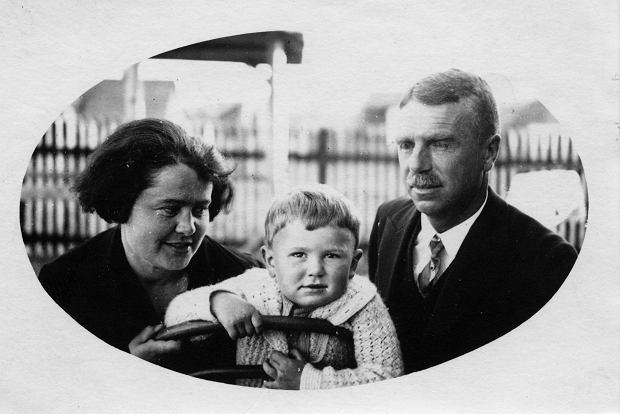Zdzisław Beksiński z rodzicami