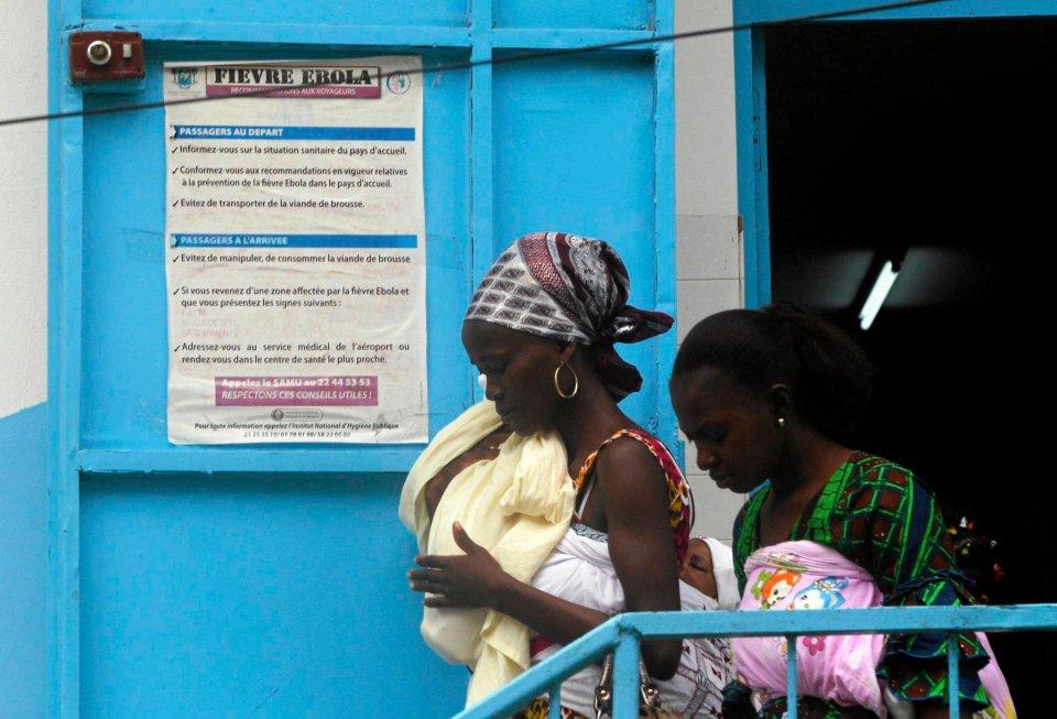 Wybrzeże Kości Słoniowej na razie wolne jest od epidemii. Ostrzegają przed nią plakaty wywieszane na ulicach.