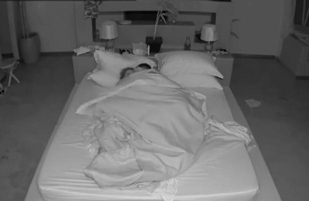 """""""Hotel Paradise"""" nie zwalnia tempa. Aż trzy pary poszły na całość w sypialni. Ich miłosne igraszki odbywały się jednak pod czujnym okiem kamer. Widzowie komentują."""