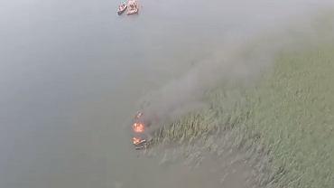 Pożar motorówki na jeziorze Mamry
