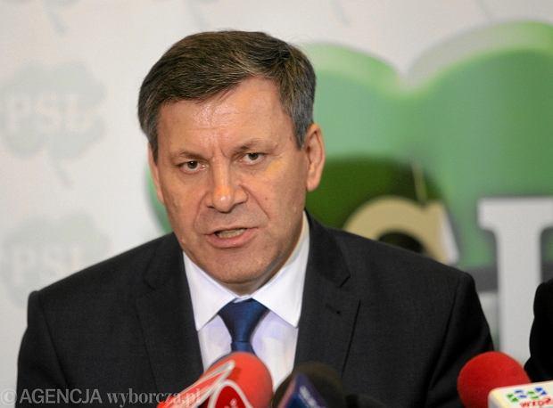 Janusz Piechociński chce zaproponować PO rozważenie zmiany struktury rządu poprzez likwidację trzech resortów.