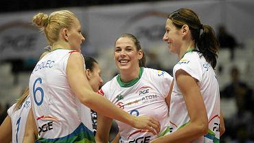 Siatkarki Atomu Trefl (od lewej Anna Podolec, Charlote Leys i Julia Szeluchina)