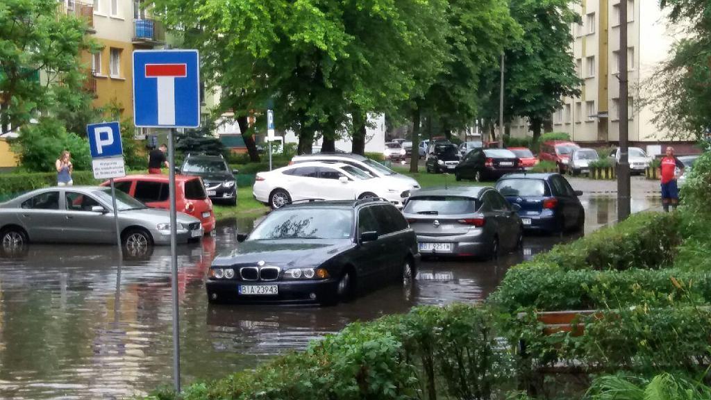 Zalana Stołeczna i parking urzędu marszałkowskiego