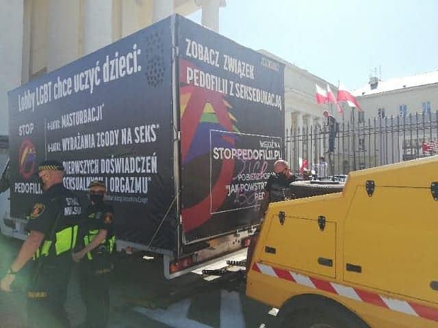 Homofobiczna furgonetka