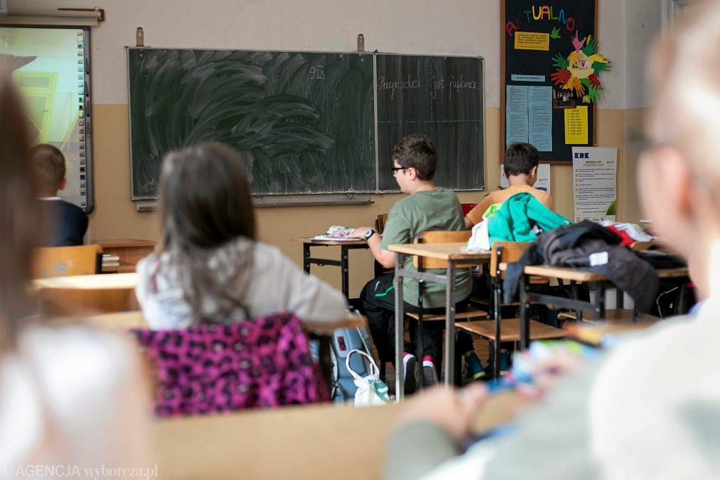 Rodzic o powrocie dzieci do szkół: 'Dzieci powinny wrócić do szkoły, bo niedługo naprawdę staną się analfabetami'