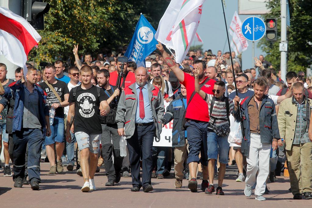 Protest robotników mińskiej fabryki traktorów, 17 sierpnia 2020.