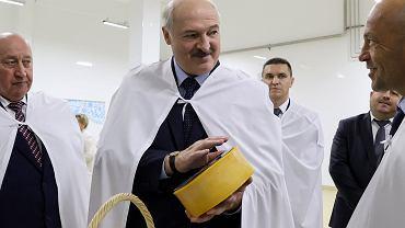 28.08.2020, Aleksander Łukasznka z gospodarczą wizytą w mleczarni w Orszy.