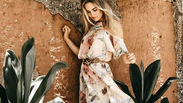 sukienka w kwiaty zdjęcie ilustracyjne