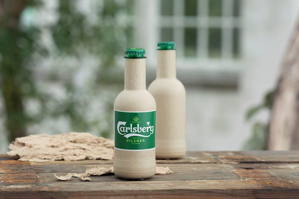 Papierowa butelka Carlsberga