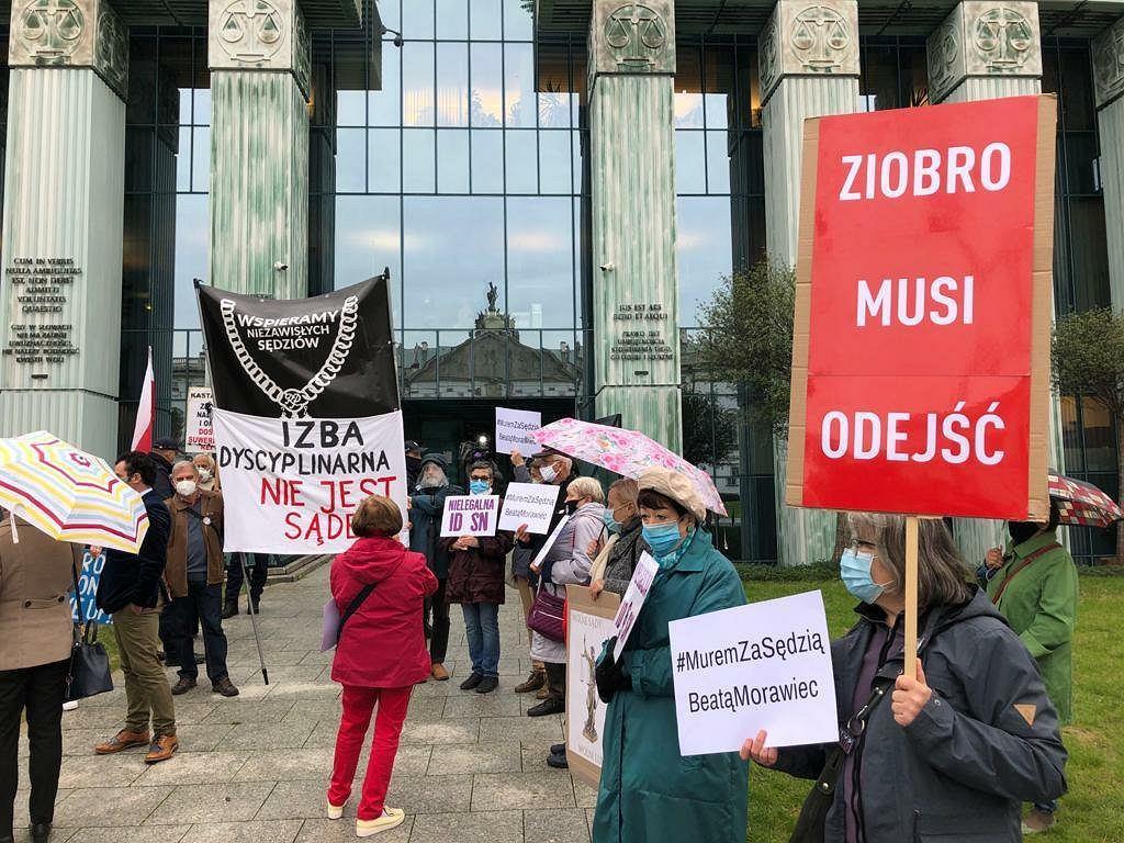 Protest w obronie sędzi Morawiec pod SN