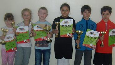 Na zdjęciu od lewej: Wiktoria Chmielewska, Karolina Gołda, Hubert Plenkiewicz, Kasia Ciepiela, Franek Pastuszka, Adam Marghraby