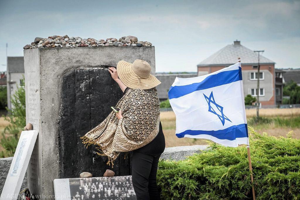 Uroczystości rocznicowe upamiętniające pogrom Żydów, odbywające się w miejscu spalonej stodoły w Jedwabnem, 2015 r.