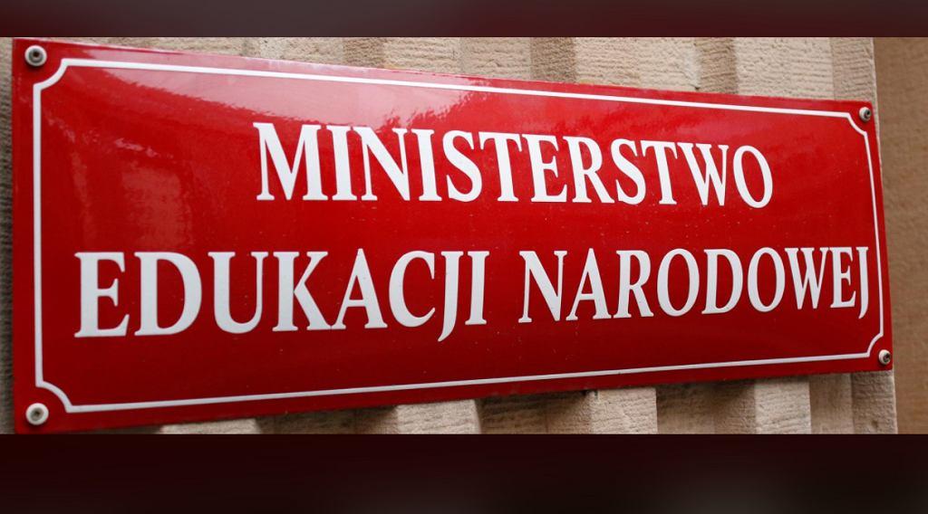 Rzecznik prasowy ministerstwa wydał oświadczenie na temat udziału nauczycieli w strajku kobiet.