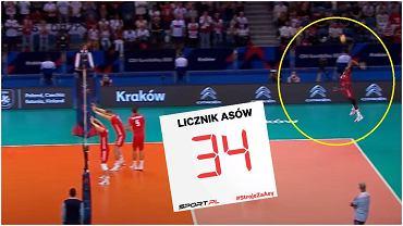Wilfredo Leon zagrywa w meczu z Serbią