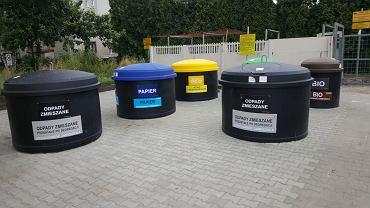 'Silosy' na śmieci przy ulicy Hellera w Sosnowcu