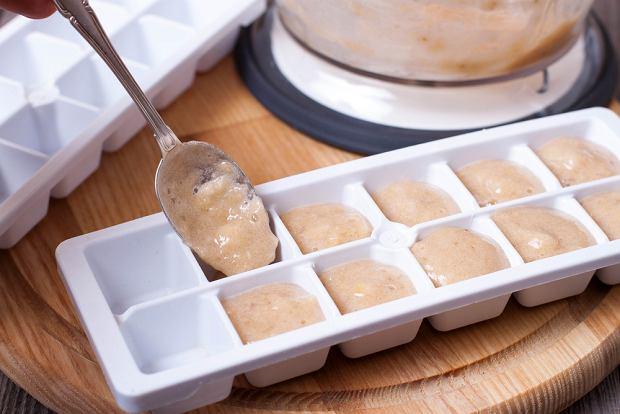 Australijka wykorzystała foremki do lodów, by przygotować od razu poporcjowane ciasto.