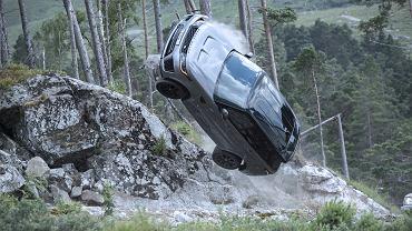 Pościg z filmu z serii przygód Jamesa Bonda, 'Nie czas umierać', Range Rover Sport SVR