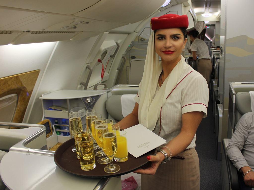 Posiłki serwowane jeszcze przed startem w klasie biznes linii Emirates.