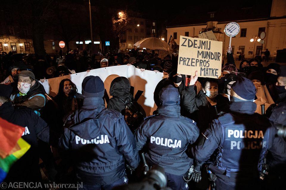 Lublin. Strajk kobiet. Protest pod  hasłem 'Nie damy się zastraszyć'