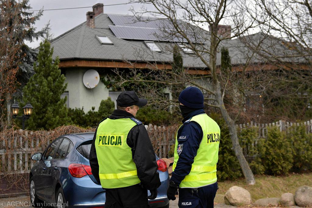 Zabójstwo w Ząbkowicach Śląskich. Policja przed domem, w którym doszło do tragedii