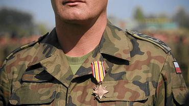 Jeden z polskich żołnierzy odznaczonych za służbę w Iraku