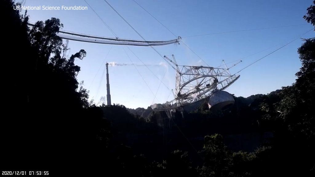 Nagrano moment zawalenia się teleskopu Arecibo