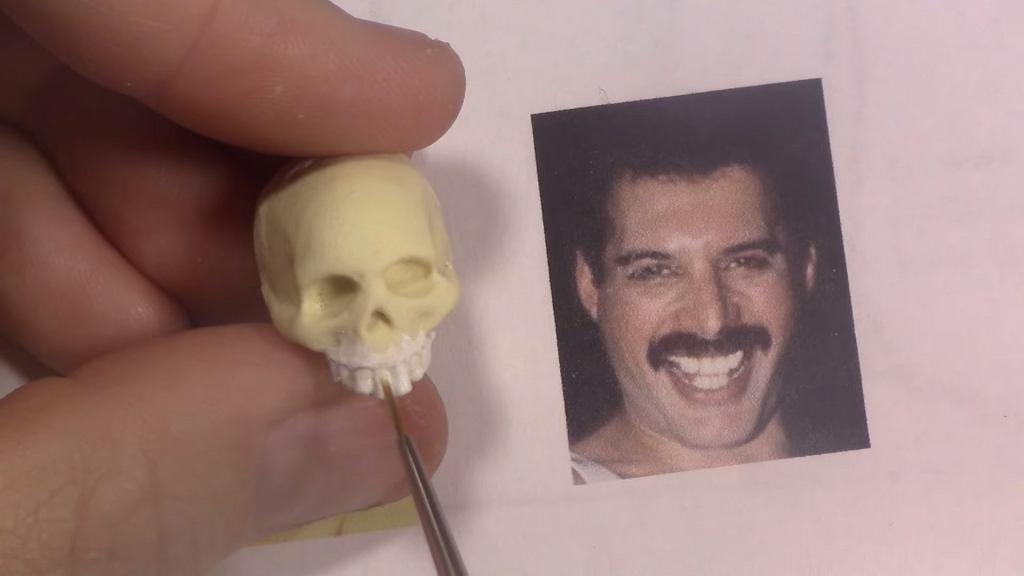 Figurka Freddiego Mercury'ego