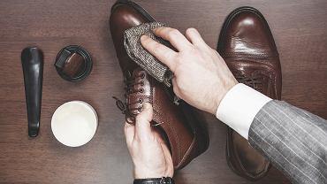 Pastowanie obuwia