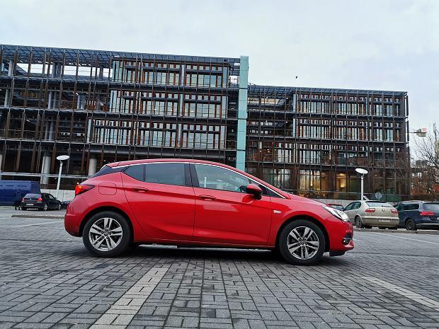 Opinie Moto.pl: Opel Astra 1.2T 130 KM 6MT. Mieszane uczucia