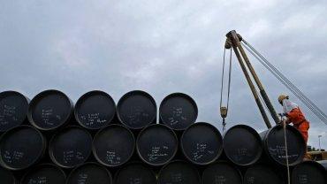 """Ropa naftowa jest tania jak barszcz. """"PB"""" przewiduje, że szybko nie stanie się znowu droga"""