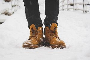 Buty idealne na zimowe wyprawy - znajdź model dopasowany do swoich potrzeb i dobierz niezbędne akcesoria