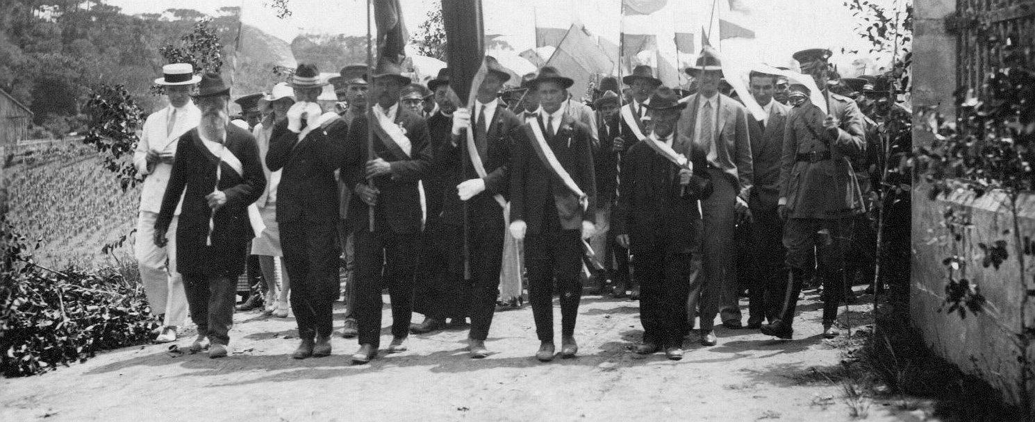 Parada Związku Polskiego w niezidentyfikowanej miejscowości w Paranie (fot. Ze zbiorów Konstantego Lecha)