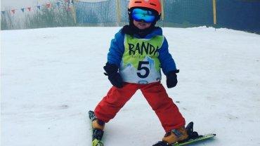 dziecko z bandy narciarskiej