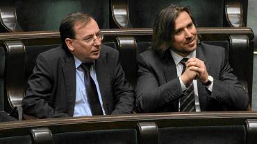 Maiursz Kamiński w sejmowej ławie z Tomaszem Kaczmarkiem (agentem Tomkiem), 05.12.2012