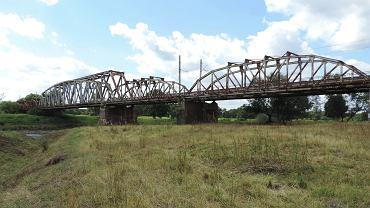Most kolejowy w Brzegu Dolnym