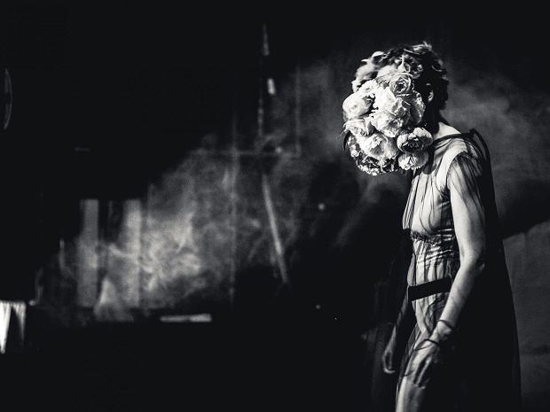Zdjęcie ze spektaklu 'Bzik. Ostatnia minuta', Teatr Współczesny w Szczecinie, fot. Piotr Nykowski