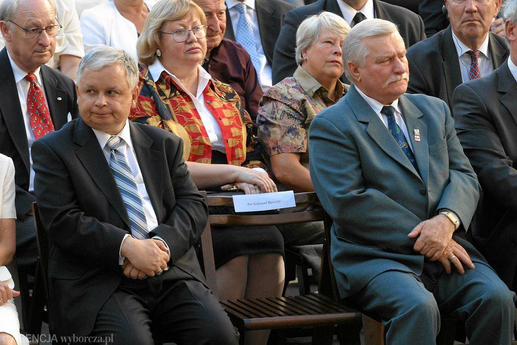 Lech Kaczyński i Lech Wałęsa. Otwarcie wystawy o Solidarności w Muzeum Narodowym w Warszawie. 2005 rok