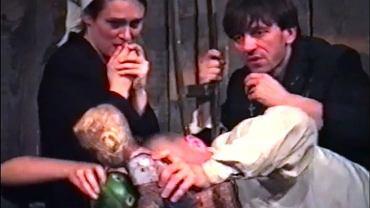 Kadr ze spektaklu 'Turlajgroszek' teatru Wierszalin.  Nagranie z Edynburga udostępniono online