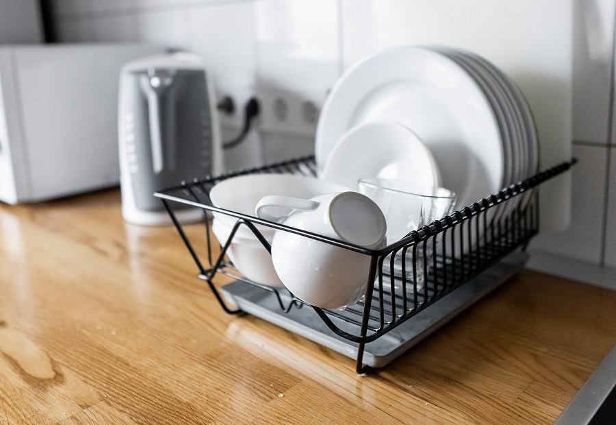 Tanie dodatki do domu - ociekacz na naczynia
