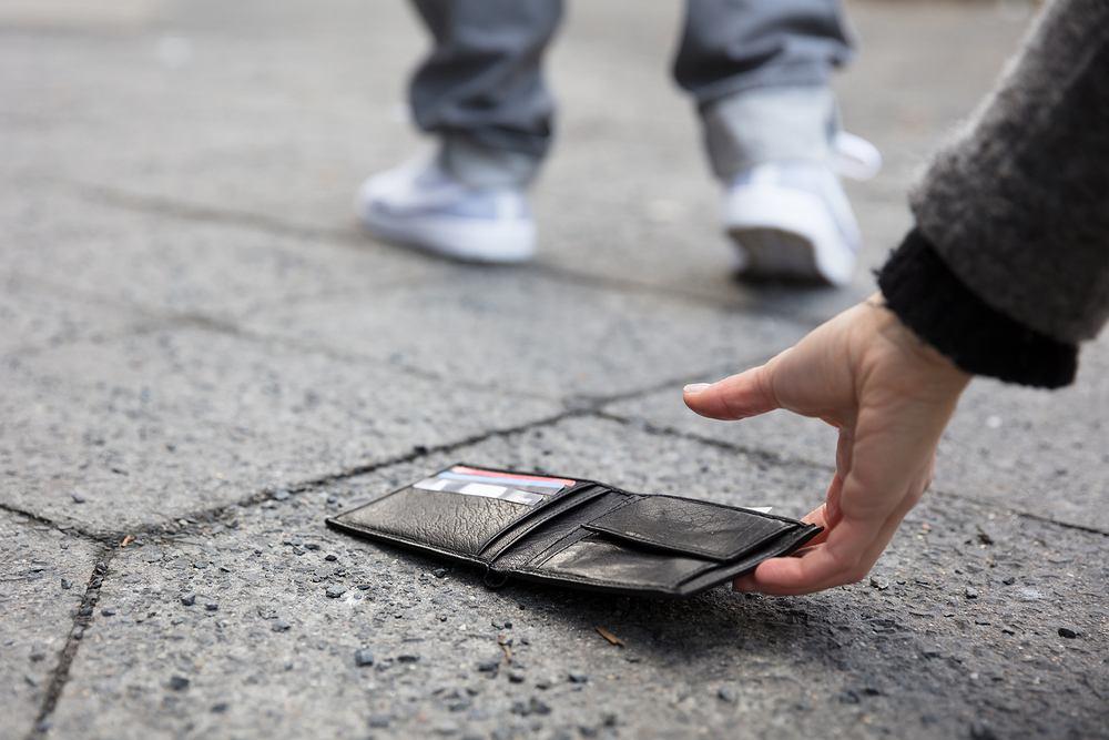 Naukowcy sprawdzili, w których krajach znalezione portfele są najczęściej zwracane