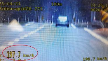 Kobieta jechała 200 km/h bez prawa jazdy