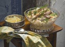 Sałatka jarzynowa z wędzoną makrelą, halibutem i śledziem - ugotuj