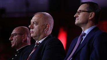 Lipiec 2019 r. Premier Mateusz Morawiecki i poseł Jacek Sasin na premierze filmu sponsorowanego przez Polską Fundację Narodową w ramach programu Poland The Royal Tour.