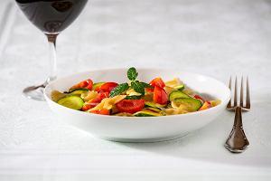 Makaron z warzywami. Przepisy na idealne wiosenne dania