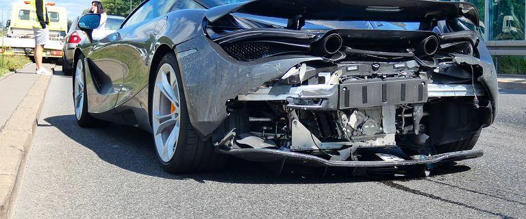 McLaren rozbity na Wale Miedzeszyńskim. Tył auta za milion złotych skasowany