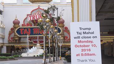Ogłoszenie o zamknięciu lokalu przed Trump Taj Mahal w Atlantic City