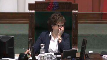 Elżbieta Witek nie mogła opanować śmiechu podczas głosowania