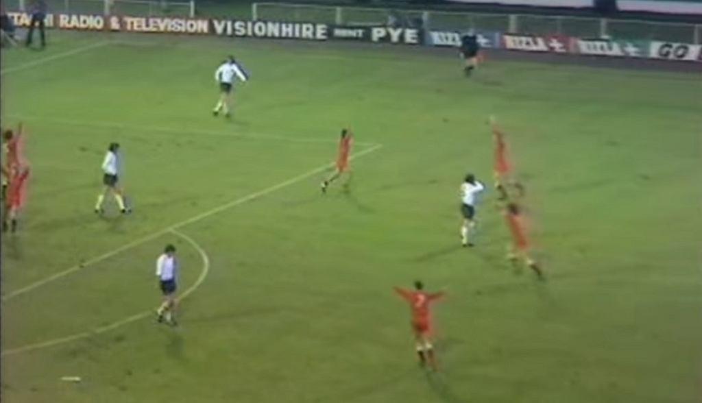 Reprezentacja Polski cieszy się z awansu na MŚ '74 po remisie z Anglią na Wembley