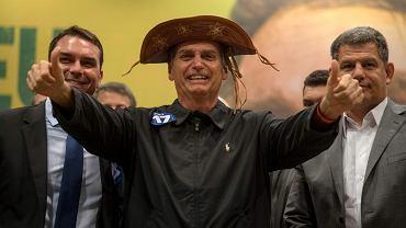 Jair Bolsonaro ze swoim synem, świeżo wybranym senatorem Flavio Bolsonaro (z lewej), i szefem Partii Socjalno-Liberalna Gustavo Bebianno na konferencji prasowej w Rio de Janeiro, 11 października
